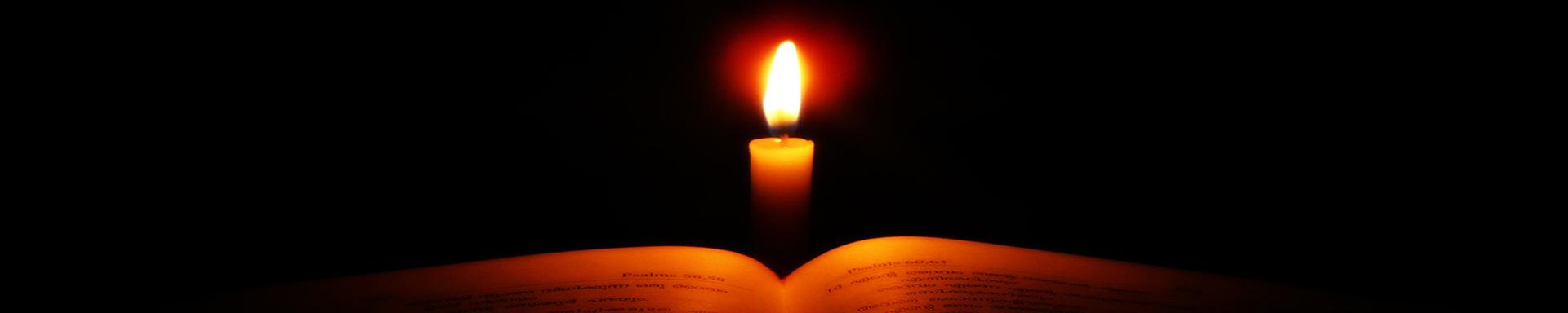 Kirche-Titel-Background-Bibel-Kerze